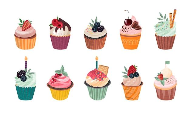 Vectorverzameling van heerlijke cupcakes en hagelslagmuffins met geïsoleerde bessen