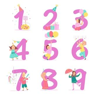 Vectorverzameling van verjaardagsfeestnummers met vrolijke kinderpersonages die vieren en feestmutsen, geschenken, snoep, piñata, decorelementen. platte cartoonstijl. goed voor kaarten, feestuitnodigingen, tags enz.