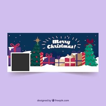 Veel cadeaus onder kerstbomen