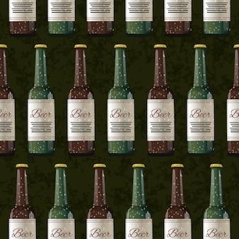 Veel flessen licht en donker bier op donkergroen, naadloos patroon