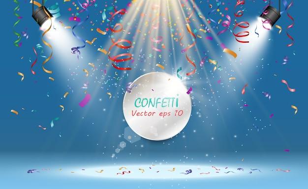 Veel kleurrijke kleine confetti en linten op transparante achtergrond. feestelijk evenement en feest. multicolor achtergrond. kleurrijke heldere confetti geïsoleerd op transparante achtergrond