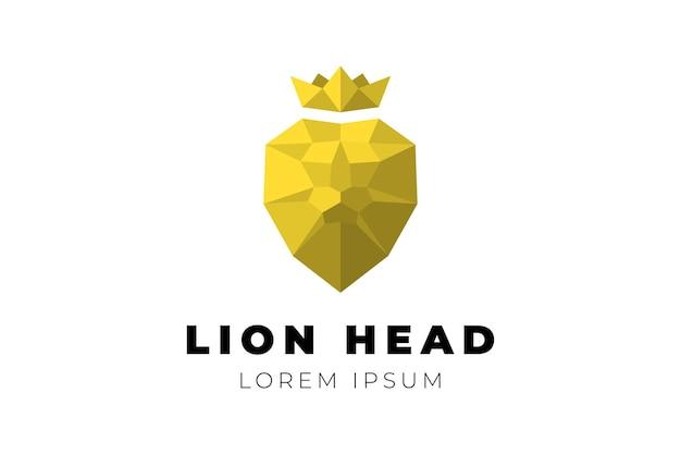Veelhoekige geometrische laag poly gouden leeuwenkop met kroon branding koninklijk embleem driehoek origami