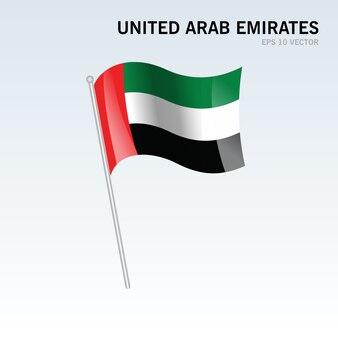 Verenigde arabische emiraten wuivende vlag geïsoleerd op een grijze achtergrond