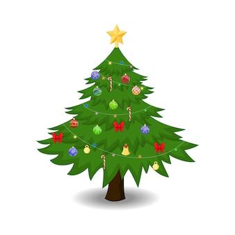 Verfraaide kerstboom die op wit wordt geïsoleerd