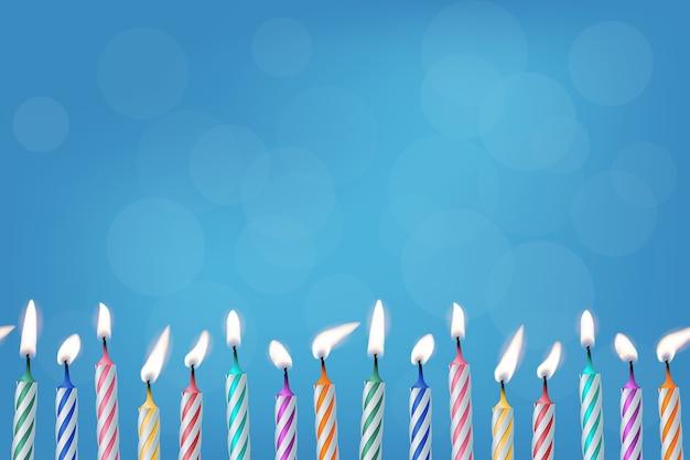 Verjaardag brandende kaarsen op blauwe achtergrond realistische sjabloon voor uitnodiging of cadeaubon