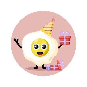 Verjaardag ei schattig karakter mascotte