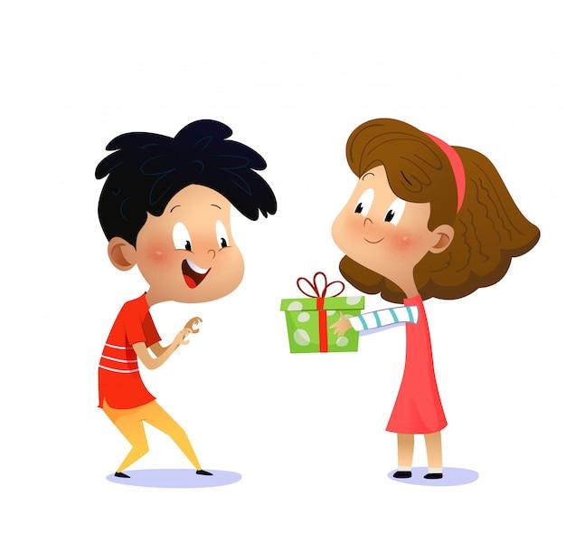 Verjaardag van kinderen. meisje geeft jongen een cadeau