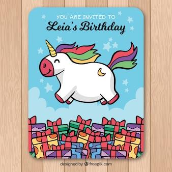 Verjaardagskaart met eenhoorn en geschenken