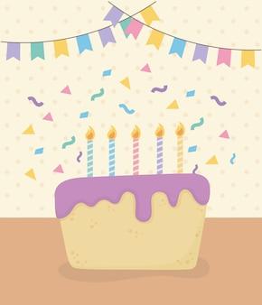 Verjaardagstaart met kaarsen en slingers