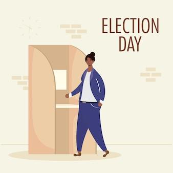 Verkiezingsdag met jonge afrovrouw in stemhokje