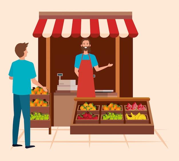 Verkoper in de natuurlijke winkel met man klant