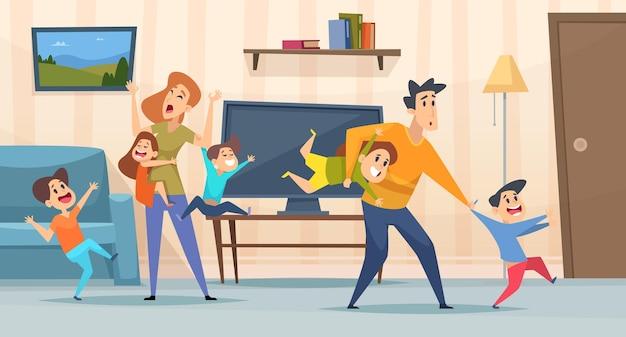 Vermoeide ouders. moeder en vader spelen met kinderen in de woonkamer