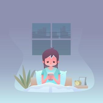Vermoeide vrouw die haar telefoon bekijkt