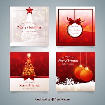 Verpakking van elegante roodachtige kerstkaarten