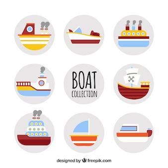 Verscheidenheid aan gekleurde boten in vlakke vormgeving