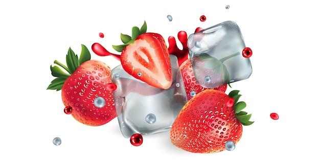 Verse aardbeien met ijsblokjes en water en sap spatten