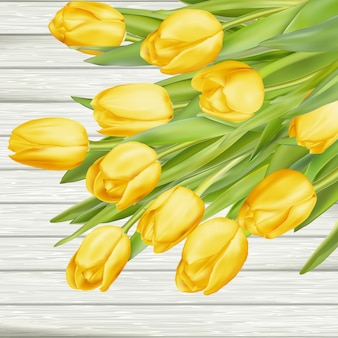 Verse gele tulpen op houten achtergrond.