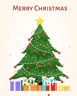 Versierde kerstboom met ster geschenkdozen ballen