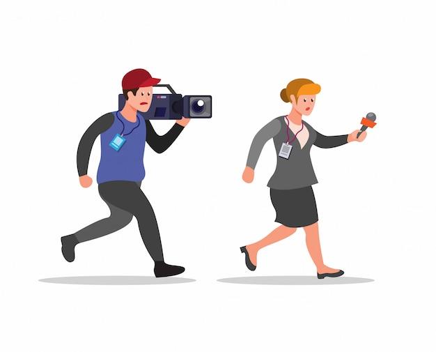 Verslaggever en cameraman die, journalistactiviteit in beeldverhaal vlakke illustratie lopen op witte achtergrond wordt geïsoleerd
