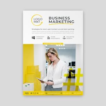 Verticale flyer voor marketingbedrijven