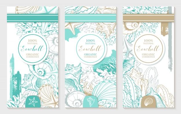 Verticale ontwerpsjabloon met pastel turquoise en gouden schelpen.