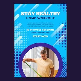 Verticale poster sjabloon voor sport thuis met mannelijke atleet