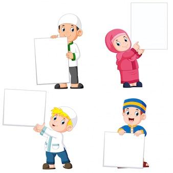 Verzameling moslim mensen die grote lege teken