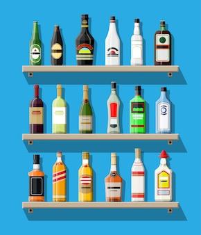 Verzameling van alcoholische dranken. flessen op de plank