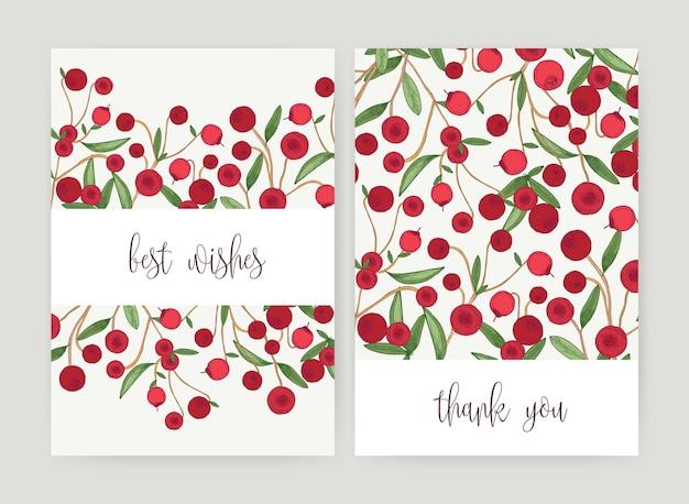 Verzameling van briefkaartsjablonen met bosveenbessen en bladeren op witte achtergrond en vakantiewens