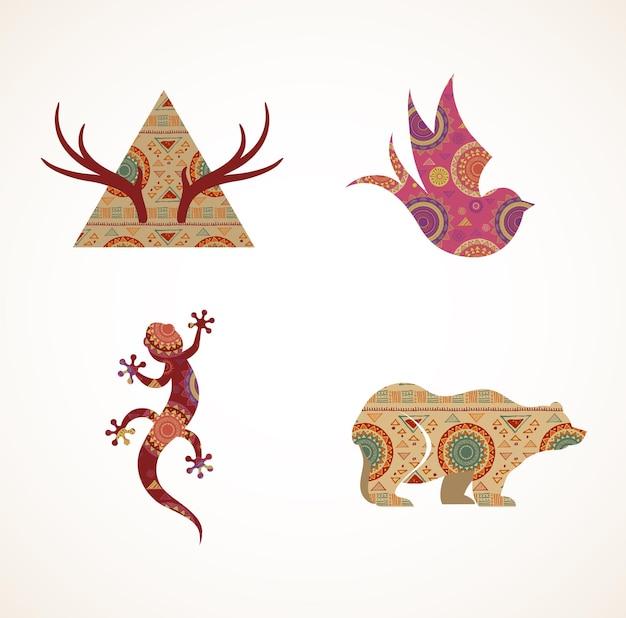 Verzameling van gedessineerde boheemse tribale objecten elementen en pictogrammen