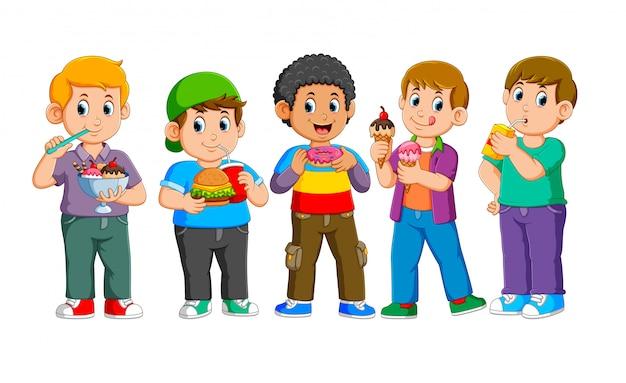 Verzameling van gelukkige kinderen met fast food