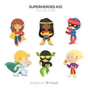 Verzameling van kinderen verkleed als superhelden