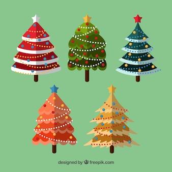 Verzameling van kleurrijke versierde kerstbomen