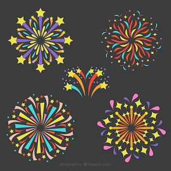 Verzameling van kleurrijke vuurwerk in plat ontwerp