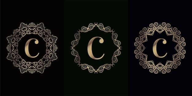 Verzameling van logo eerste c met luxe mandala ornament of bloem