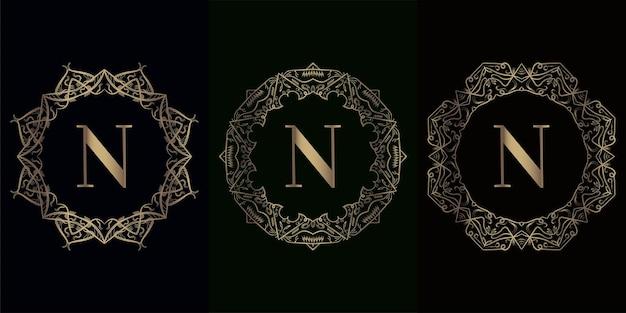 Verzameling van logo-initiaal n met luxe mandala-ornamentframe