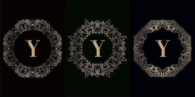 Verzameling van logo-initiaal y met luxe mandala-ornamentframe