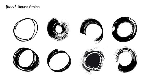 Verzameling van ronde zwarte penseelstreken gemaakt met een droge borstel