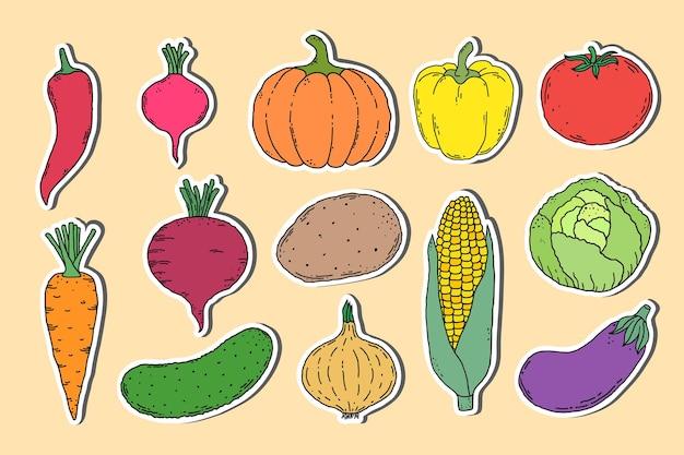 Verzameling van stickers met hand getrokken groenten op lichte achtergrond