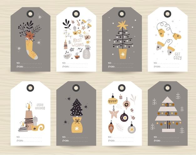 Verzameling van tags met kerstartikelen.
