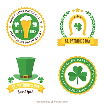 Verzameling van vier st patrick dag badges in plat design