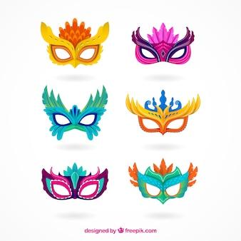 Verzameling van zes carnaval-maskers