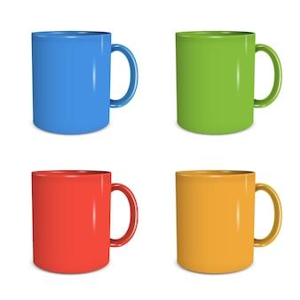 Vier mokken in verschillende kleuren