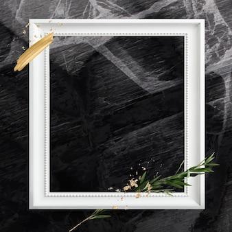 Vierkant wit houten frame met eucalyptustak
