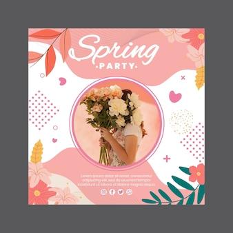 Vierkante flyer voor lentefeest met vrouw en bloemen