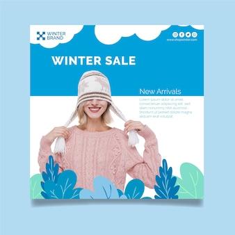 Vierkante sjabloon folder voor winterverkoop met vrouw