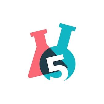 Vijf 5 nummer lab laboratorium glaswerk beker logo vector pictogram illustratie