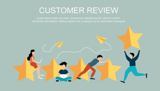 Vijf grote sterren met mensen voor klantbeoordeling concept