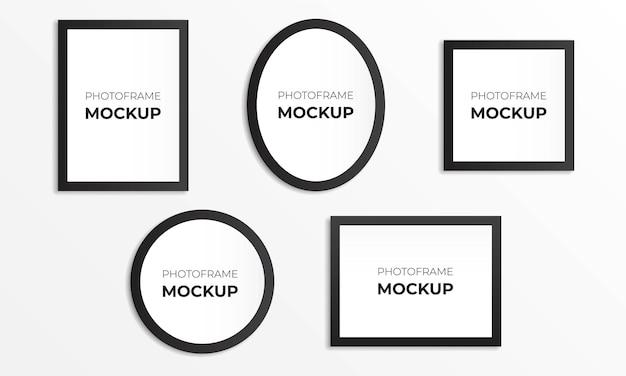 Vijf realistische fotolijsten aan de muur met verschillende vormen en maten.