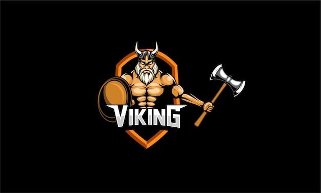 Viking houdt bijl en schild mascotte vector